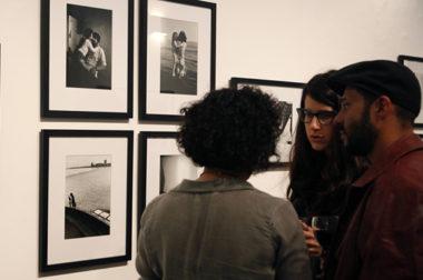 Se inauguró la muestra «Familias», un ensayo fotográfico de Alfredo Srur